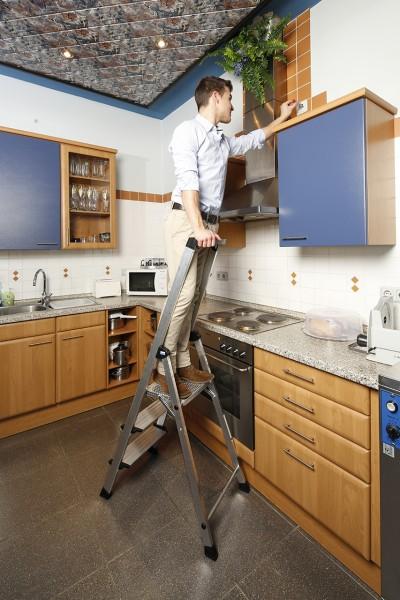 Krause Stufen-StehLeiter Safety Plus mit hohem Sicherheitsbügel