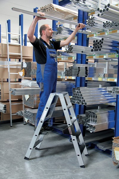 Günzburger Stehleiter bis 250 kg beidseitig begehbar mit clip-step R13